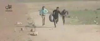 Gaza, cecchini israeliani sparano sul manifestante palestinese. Il video degli ultimi istanti di vita