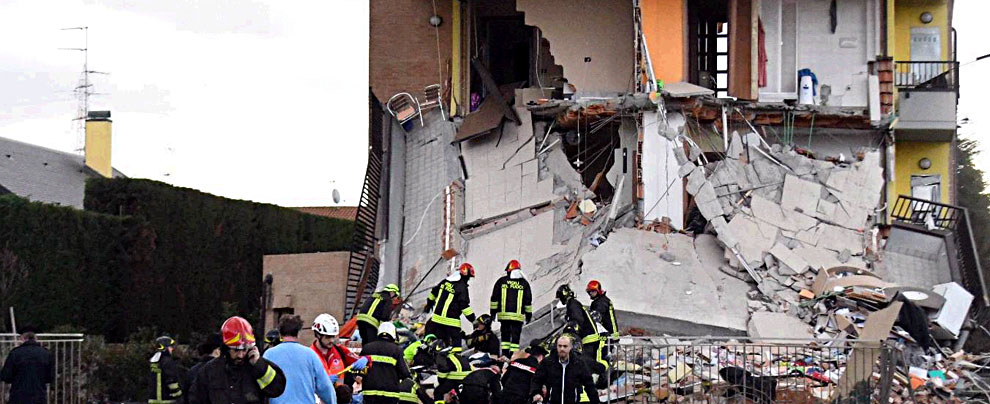 Rescaldina esplosione in una palazzina di due piani nove for Piani di una palazzina di una storia