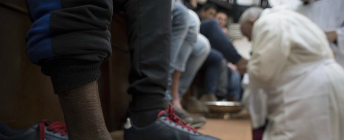 """Manduria, """"razzismo sull'altare: i frati si sono rifiutati di fare la lavanda dei piedi ai migranti"""""""