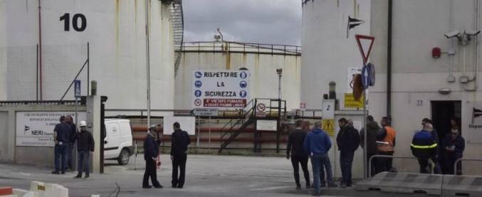 Livorno, dieci indagati per la morte di due operai nell'esplosione di un serbatoio in porto