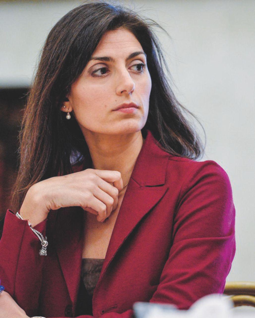 Disputa Raggi-Calenda su 'superpoteri per Roma'. Ministro: 'Manco gli Avengers'