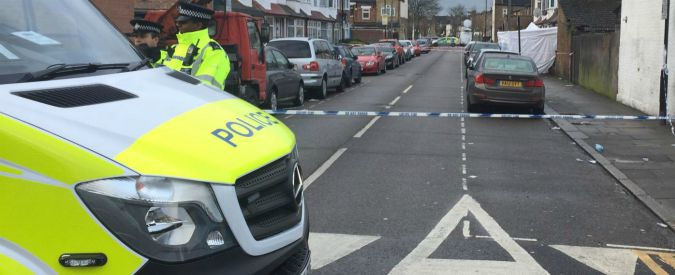 Londra, due sparatorie: una 17enne uccisa con un colpo alla testa a Tottenham. Due adolescenti feriti