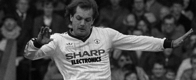 Ray Wilkins, morto a 61 anni l'ex capitano della Nazionale inglese. Giocò tre anni nel Milan