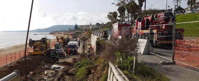 Crotone, crolla muro di contenimento: morti due operai su un cantiere. Ferito un terzo dipendente