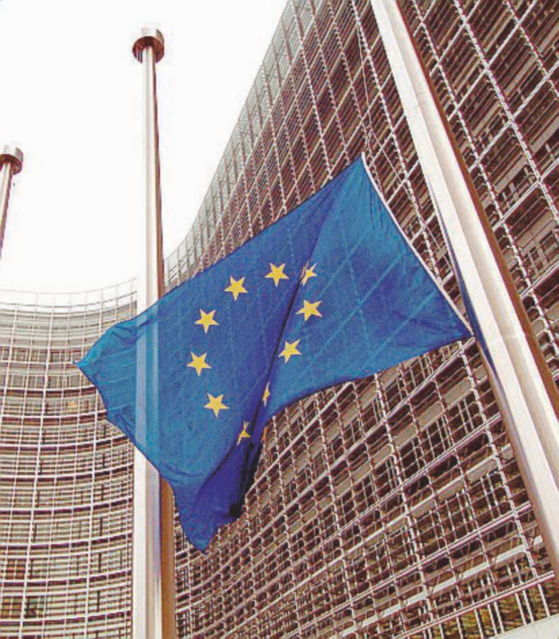 Il M5S fa l'europeista (come i democratici e B.), la Lega no