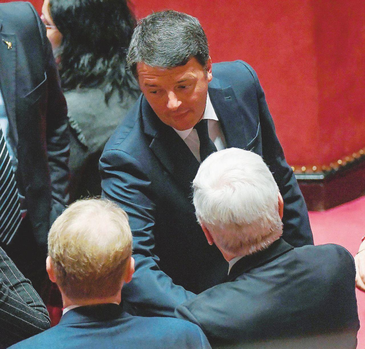 Riunioni segrete (in azienda) Renzi pensa al congresso ora