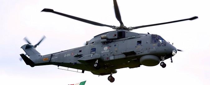 Cade in mare elicottero della Marina: morto uno dei 5 membri dell'equipaggio