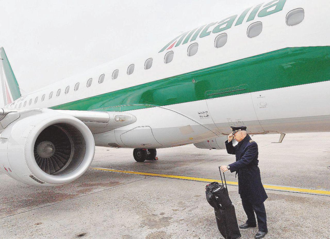 Ora Alitalia vola con i soldi che deve ai suoi dipendenti