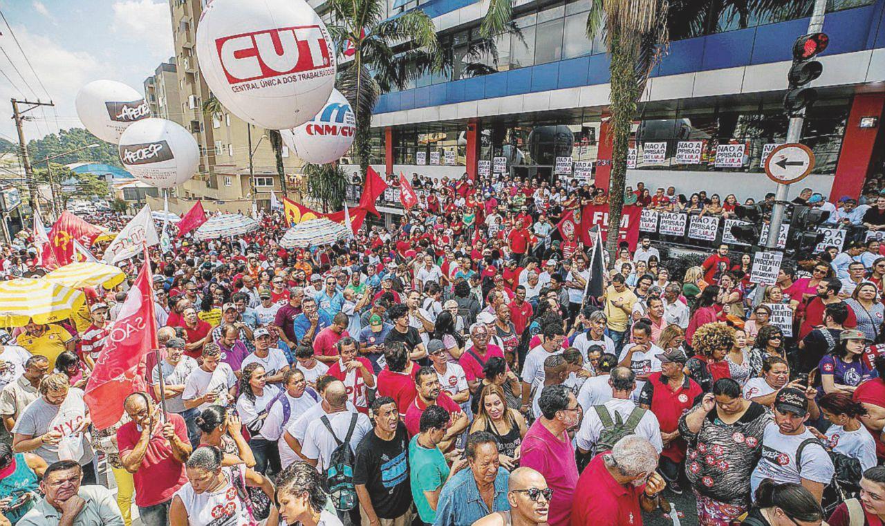 """Assedio all'ex presidente """"Resisteremo per Lula"""""""