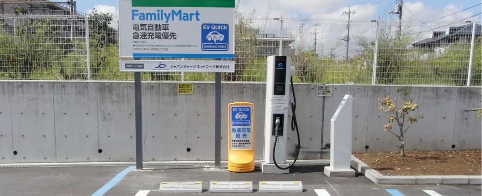 Giappone, la svolta elettrica. Ci sono più colonnine di ricarica che benzinai