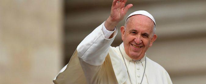 Papa Francesco, il pontefice che veste i panni dei migranti