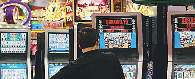 Sassari, lascia la madre 86enne in auto per ore. Era andato a giocare alle slot machine: denunciato un 50enne
