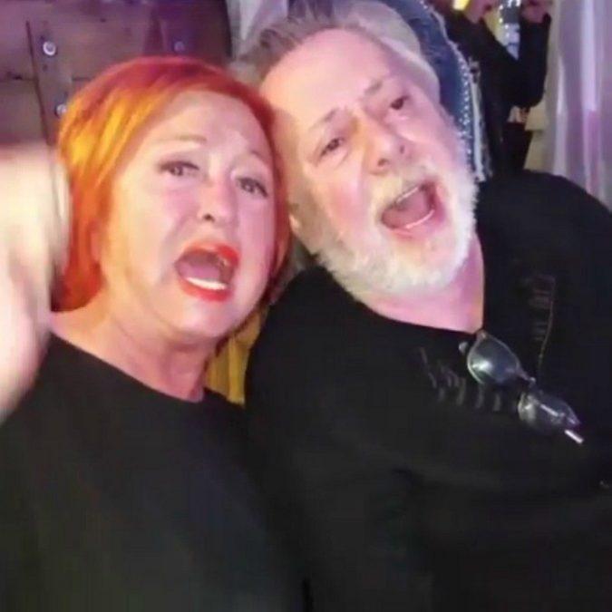 Wanna Marchi e Lele Mora insieme in discoteca: il video (trash) della serata finisce sui social