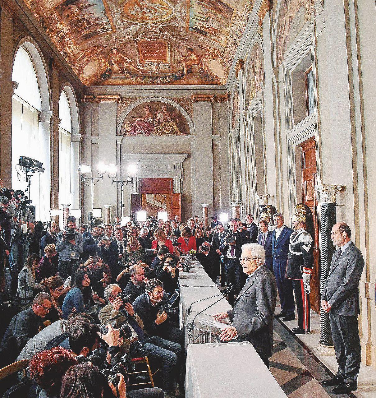 """In Edicola sul Fatto Quotidiano del 14 aprile: Nodo governo. Berlusconi insiste: """"Basta veti"""""""