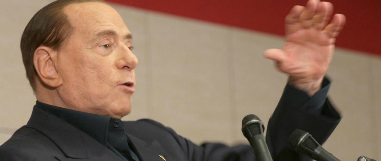 """Ruby Ter, Berlusconi rinviato a giudizio a Roma per corruzione: """"Ha pagato Apicella per indurlo alla falsa testimonianza"""""""