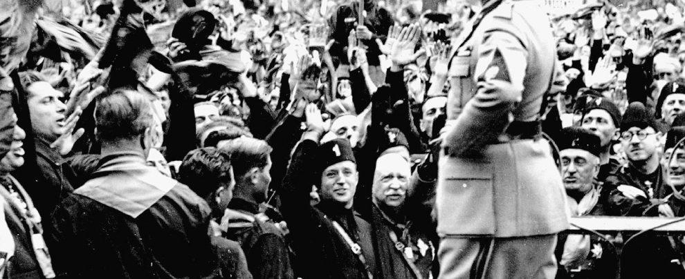 """Mussolini, che fifa il raffreddore: ma da """"eroe"""" odiava gli ombrelli"""