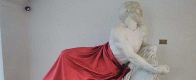 """Liguria, coperta la statua di Epaminonda durante convegno sul dialogo con l'Islam. Organizzatori: """"Non per motivi culturali"""""""