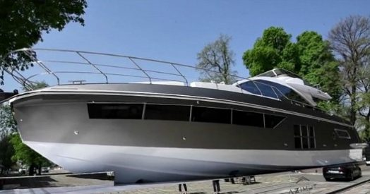 Cosa ci fa uno yacht davanti alla triennale di milano l for Yacht design milano
