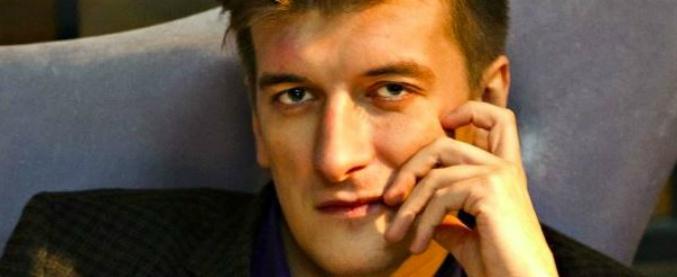 Russia, giornalista muore cadendo dal balcone: indagava sui mercenari in Siria