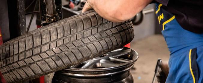 Sicurezza stradale, un'auto su quattro monta pneumatici non conformi