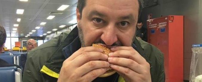 """Salvini posta foto della sua """"cenetta"""" da McDonald's dopo una giornata al Vinitaly con dichiarazioni per il cibo made in Italy"""