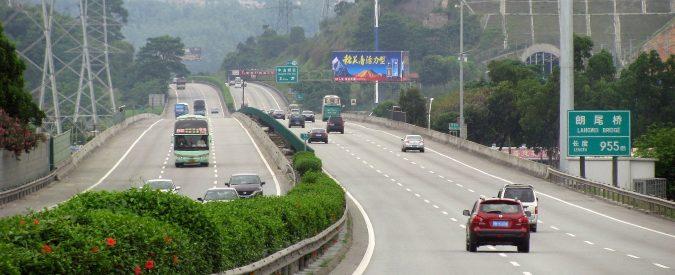 Cina, c'è chi dice che la prima autostrada elettrica 'sta dando buoni risultati'. Ma non è così