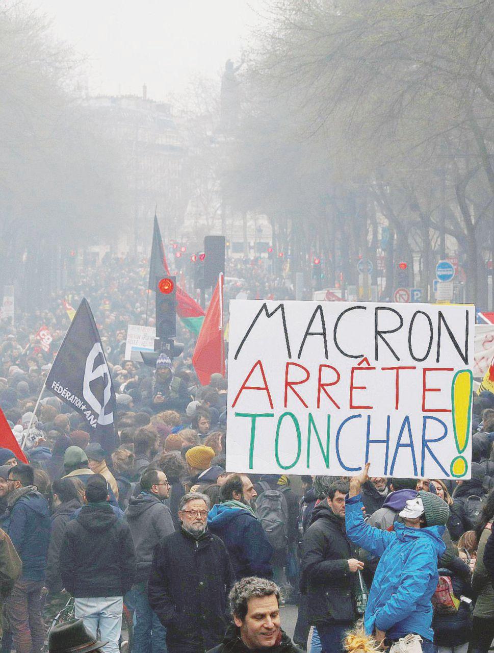 Fronte interno e sondaggi le vere grane di Macron