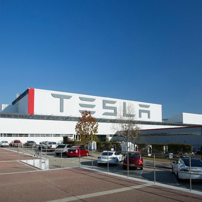 Tesla ci ripensa, niente più sconti. Aumentano i prezzi di Model S e Model X