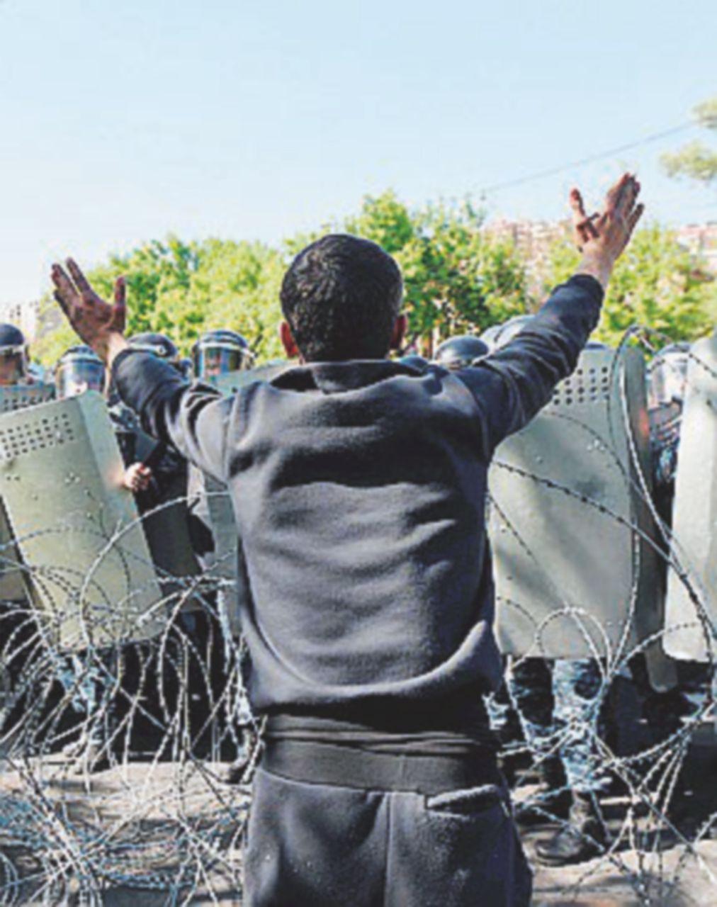 Armenia: proteste contro Sargsyan Premier