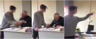 """Bullizzano il prof e il video girato in un istituto di Lucca finisce in rete: """"Si metta in ginocchio!"""". Denunciati tre minori"""