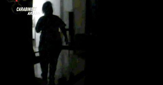 Violenze sugli anziani ad Arezzo  Le telecamere della procura mostrano  l'inferno all'interno…