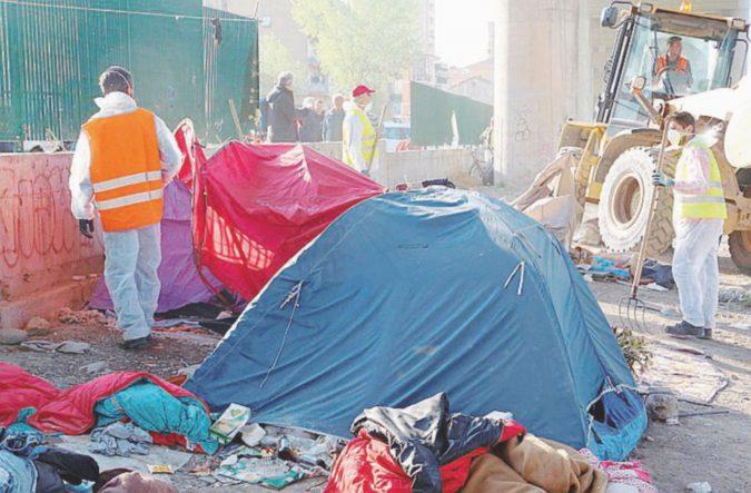 Ventimiglia, ruspe sul Roja: migranti cacciati fuori e 110 tende devastate