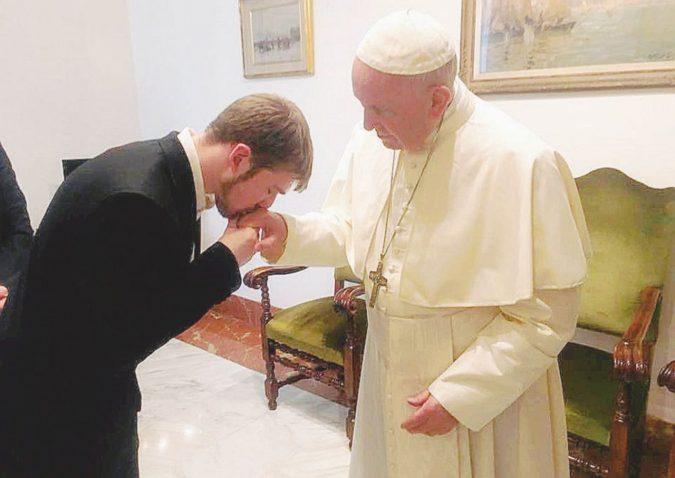 """Il Papa """"rapisce"""" Alfie: """"Si curi al Bambin Gesù"""""""