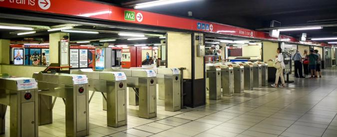 Milano, altra brusca frenata in metropolitana: ferita una passeggera sulla M1. Pm sequestrano il treno