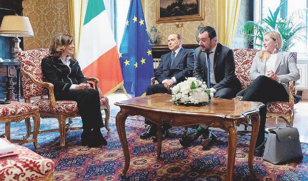 In Edicola sul Fatto Quotidiano del 20 aprile: B. rifiuta il concorso esterno: ultimo  forno Di Maio-Salvini