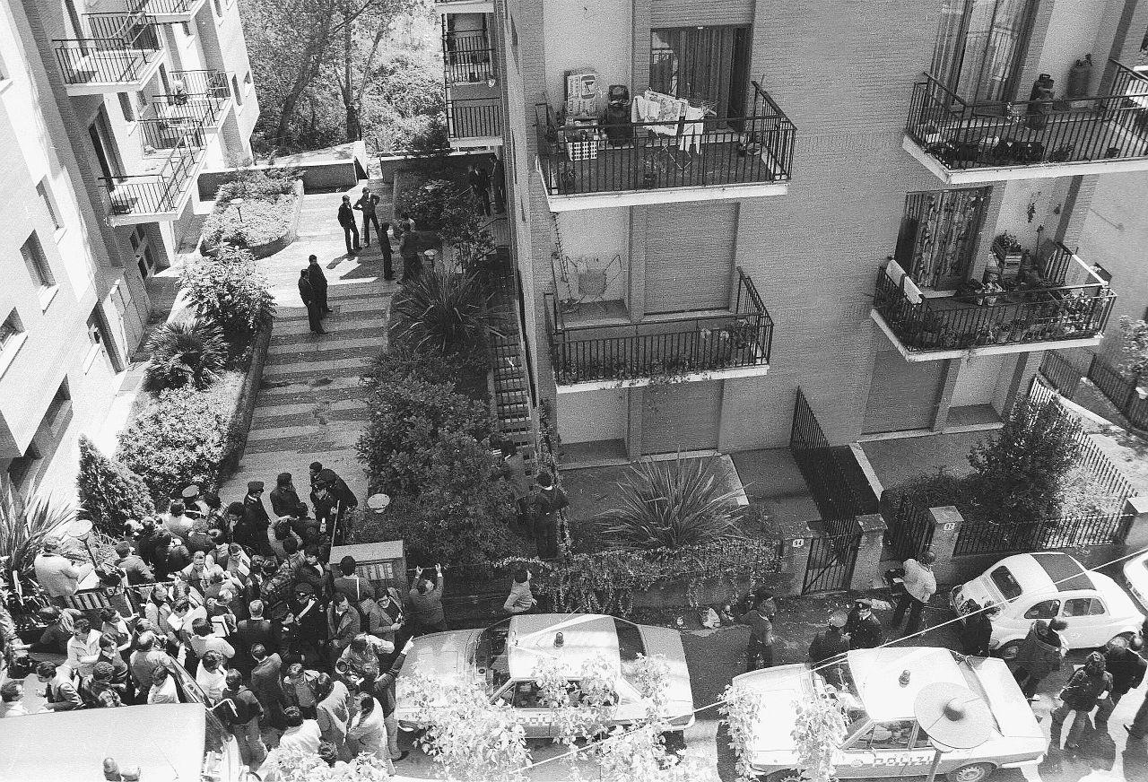 Aldo Moro, il caso - Doccia, parrucche e Sisde: sceneggiata in via ...