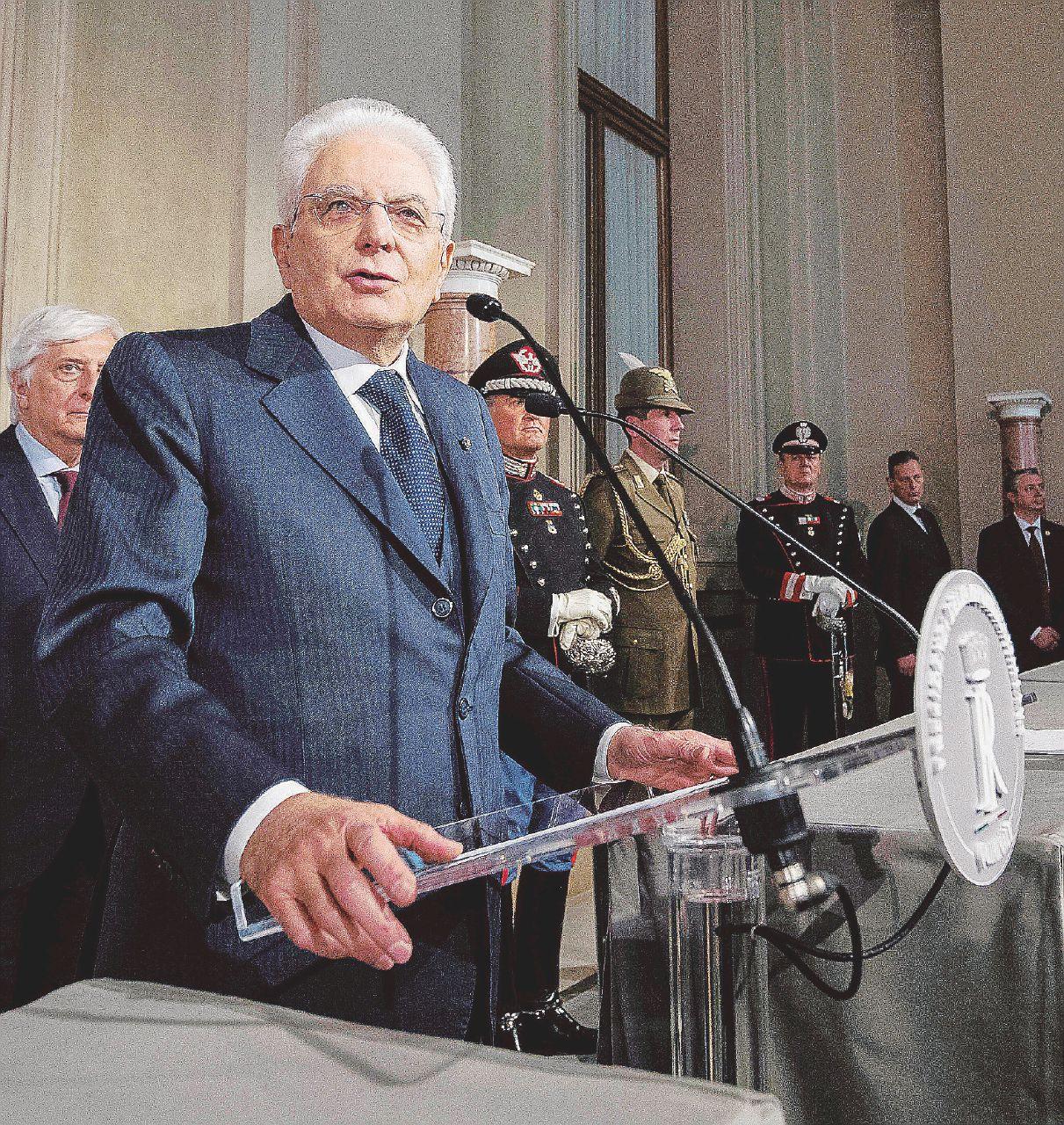 """Governo, il Quirinale e """"i due ladri di Pisa"""". E per lunedì si prepara Roberto Fico"""