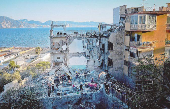 """""""Il palazzo stava crollando"""". Ma nessuno evitò la strage"""