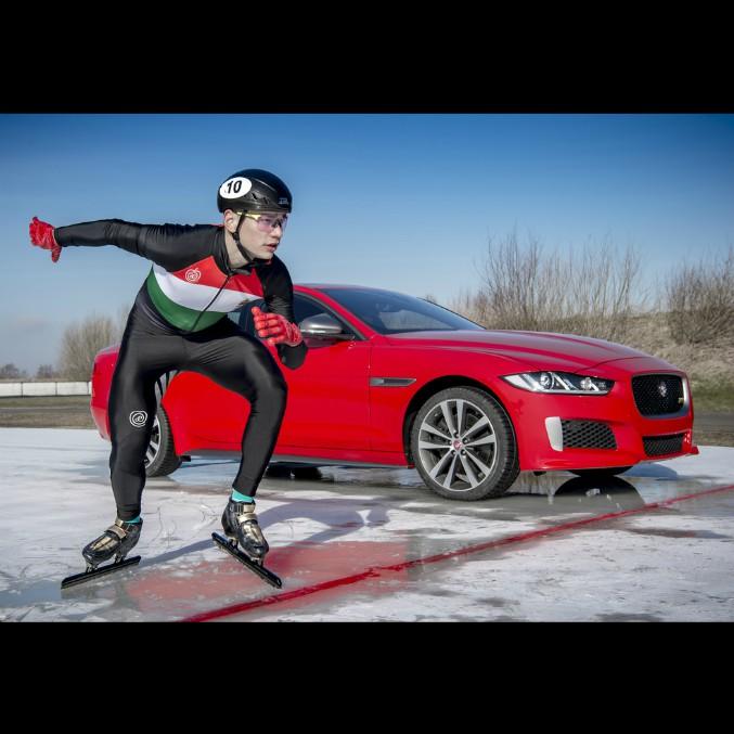 Jaguar XE Sport, gara sul ghiaccio contro il campione olimpico – FOTO e VIDEO