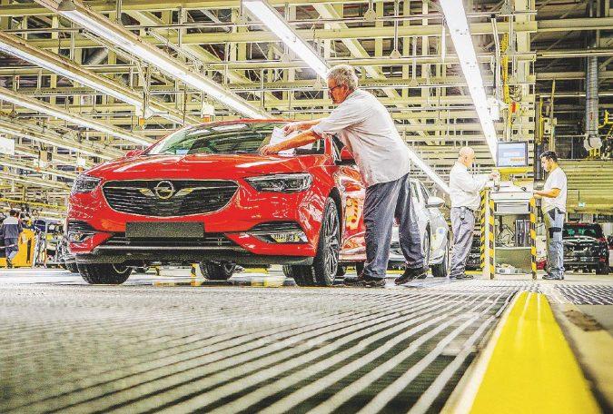 Psa frena sui tagli. A rischio 4 mila lavoratori Opel