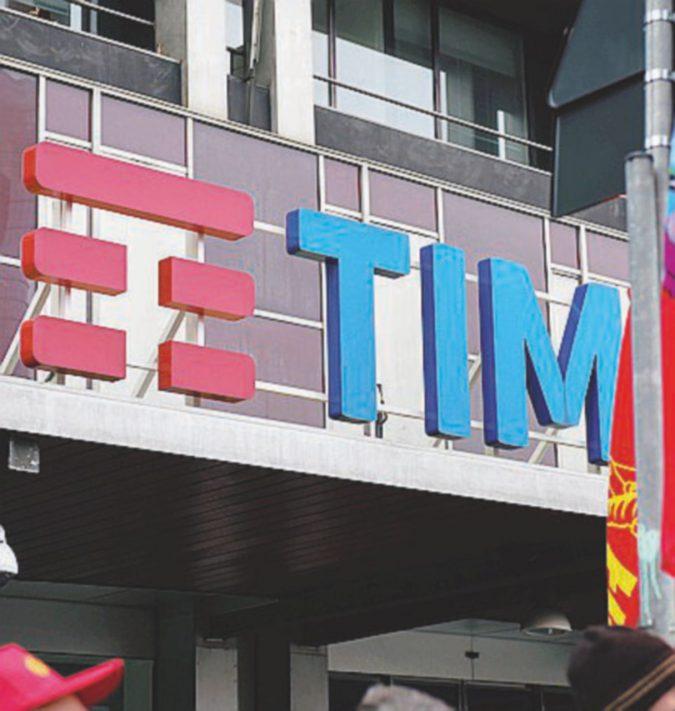 Tim, sfida Vivendi-Elliott rinviata al 4 maggio