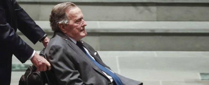 George H. Bush, l'ex presidente ricoverato in terapia intensiva. Solo tre giorni fa i funerali della moglie