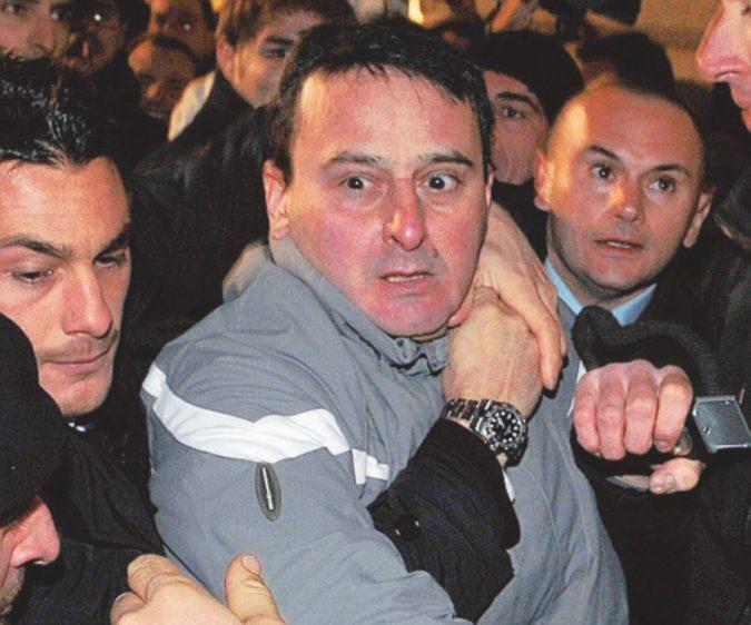 Elezioni in Friuli, lancia un uovo contro l'ex Cav: fermato un uomo