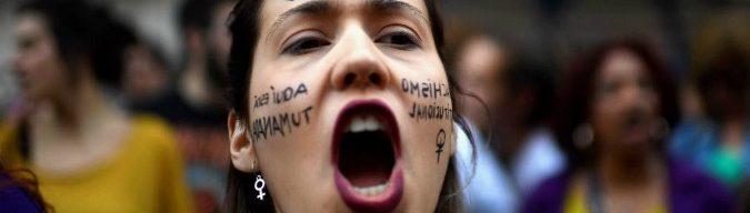 """Spagna, la sentenza: """"Stupro di gruppo? No è solo abuso"""". La procura fa ricorso, governo contro i giudici. Proteste da Madrid a Barcellona"""