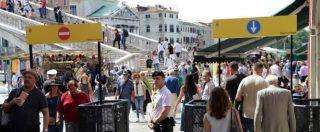 Venezia, al via i tornelli contro l'eccesso di turisti: varchi alla stazione di Santa Lucia e al ponte di Calatrava