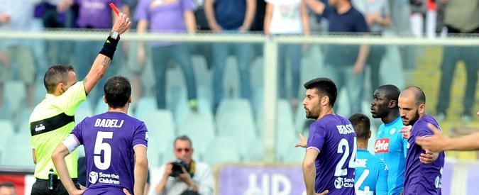 Fiorentina-Napoli 3-0, Simeone affonda gli azzurri in 10 per 82 minuti. Sarri a -4 dalla Juventus: lo scudetto si allontana