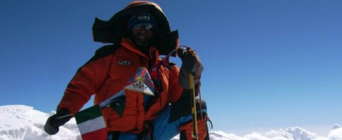 """Himalaya, alpinista italiano muore durante la scalata: """"La sua tenda spazzata via dal vento"""""""