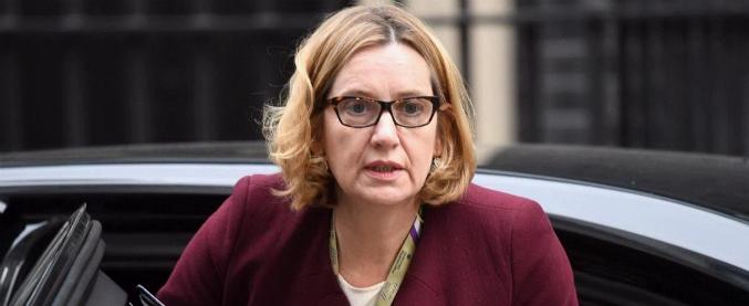 """Amber Rudd, lascia la ministra dell'Interno britannica. """"Voleva espellere più migranti e l'ha negato"""""""