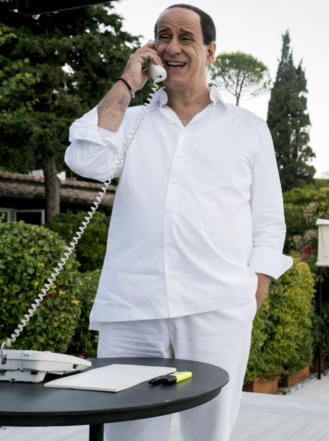 Loro 2, iI vecchio, patetico e triste Silvio Berlusconi secondo Paolo Sorrentino. E si ride meno che in Loro 1