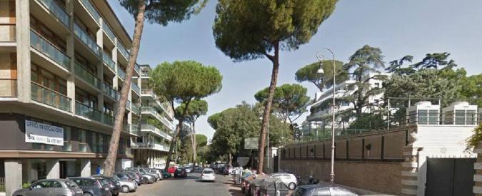 Roma, ragazzo trovato morto con scritta sul petto ai Parioli: indagata la fidanzata. Sul posto aggredita troupe Tg Lazio